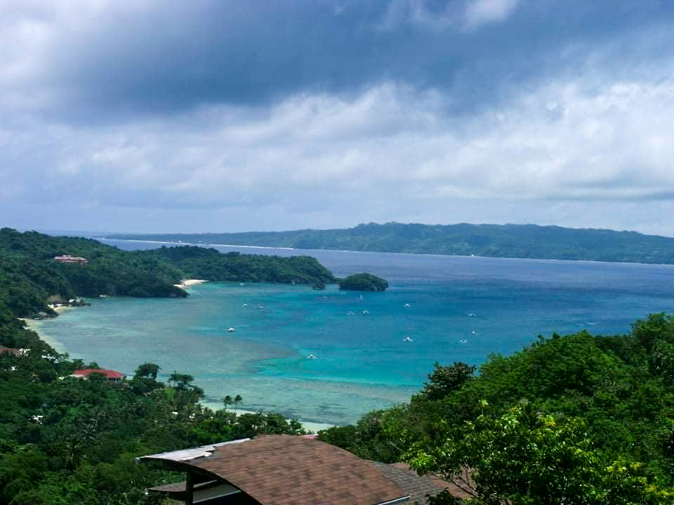 Discover the beautiful Philippines with Lhyn